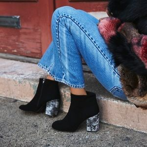 Free People Paramount CrushedVelvet Ankle Boot 38